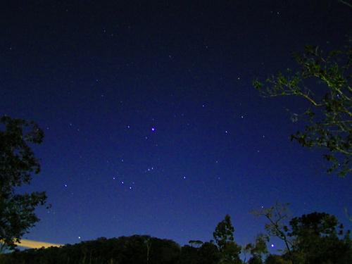 Beskåda den vackra stjärnhimlen